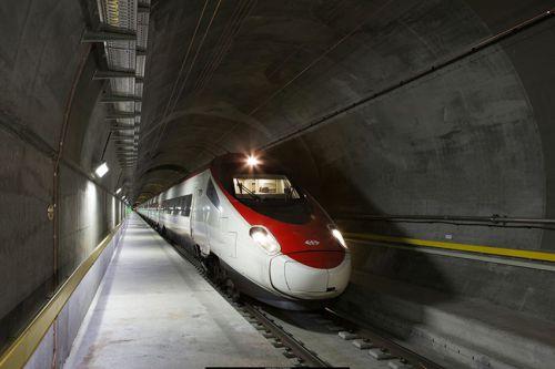 Todo preparado para la inauguración del San Gotardo, el túnel ferroviario más largo del mundo