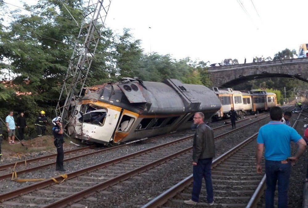 Cuatro muertos y varios heridos tras descarrilar un tren en O Porriño