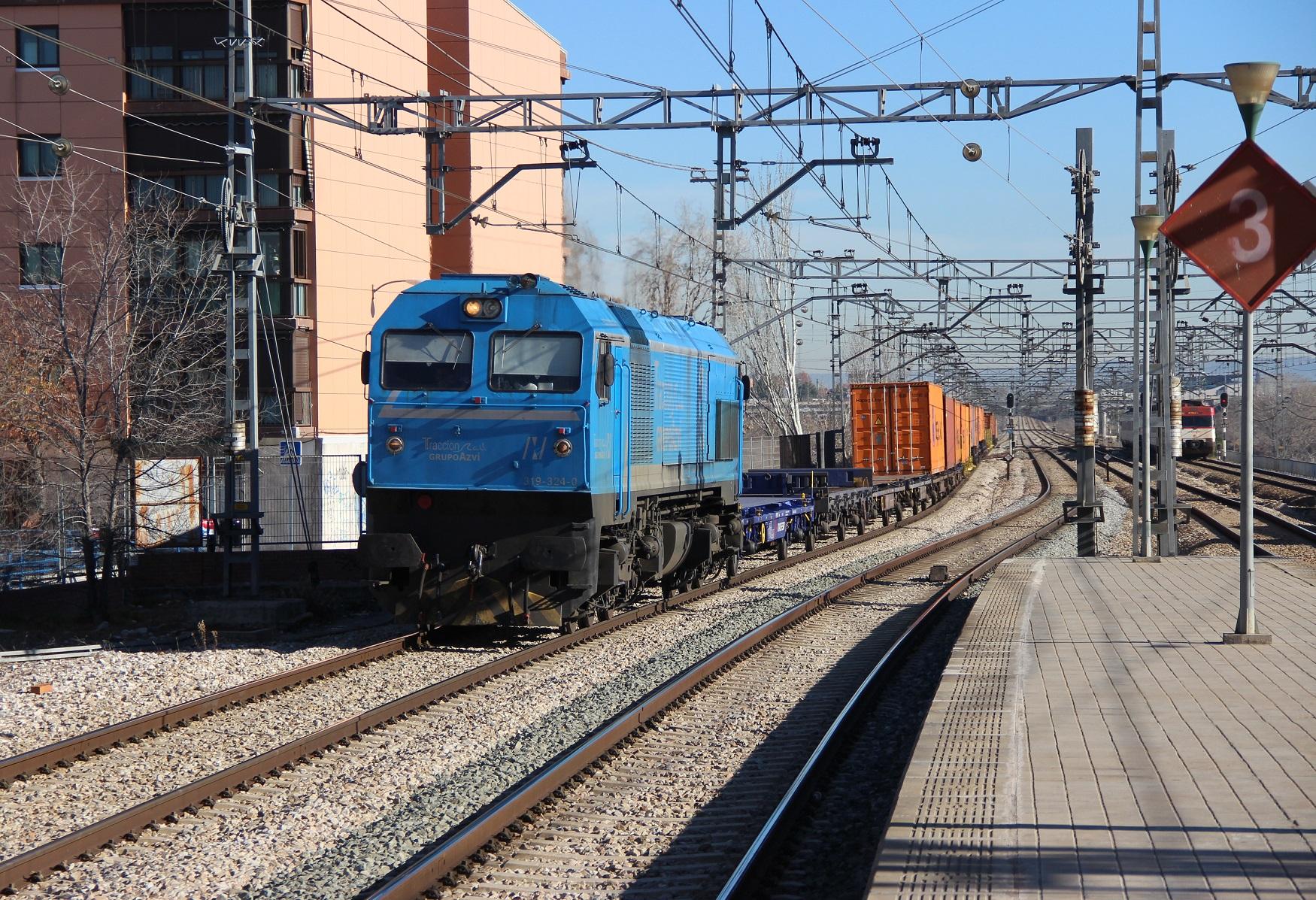 Circulación de un tren de Tracción Rail desde Zaragoza llegando a Madrid.