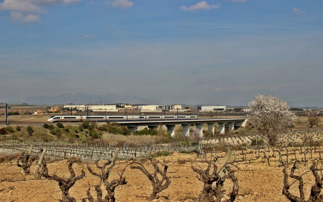 Refuerzos en los trenes para acceder al Mobile World Congress en Barcelona