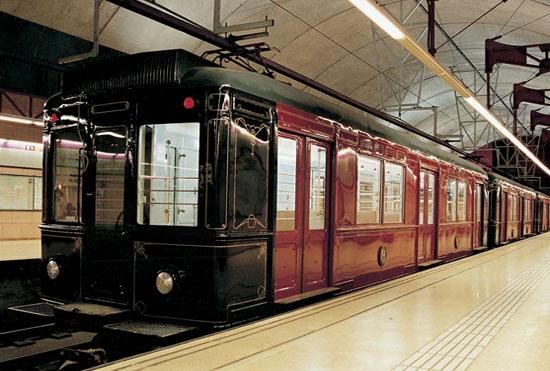 Viaje nocturno en tren histórico por el Metro de Barcelona