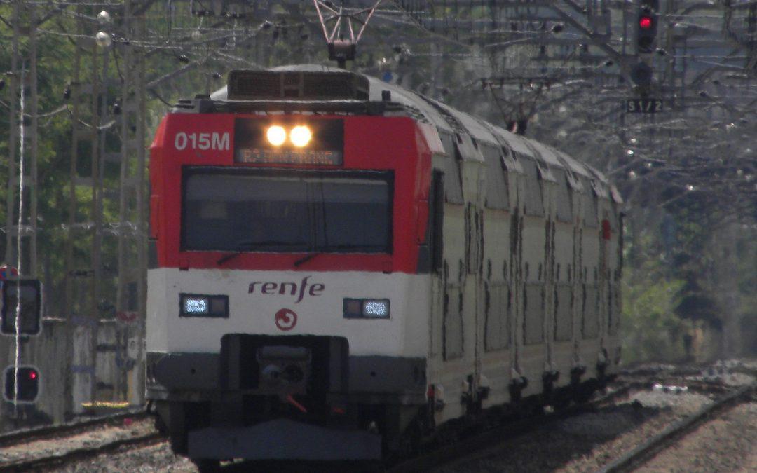 Un tren de cercanías choca contra la topera en Alcalá de Henares